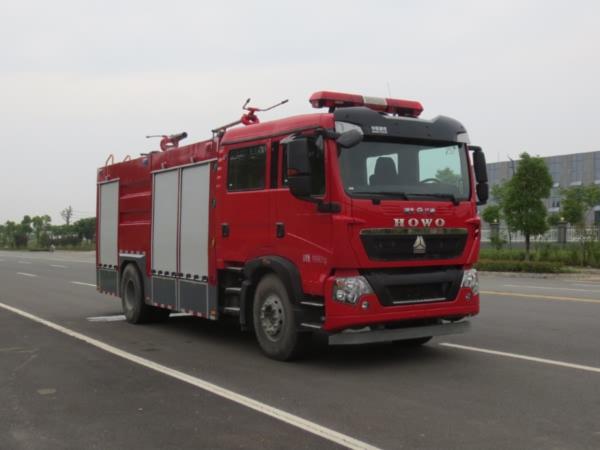 江特牌JDF5190GXFGP70/Z干粉泡沫联用消防车